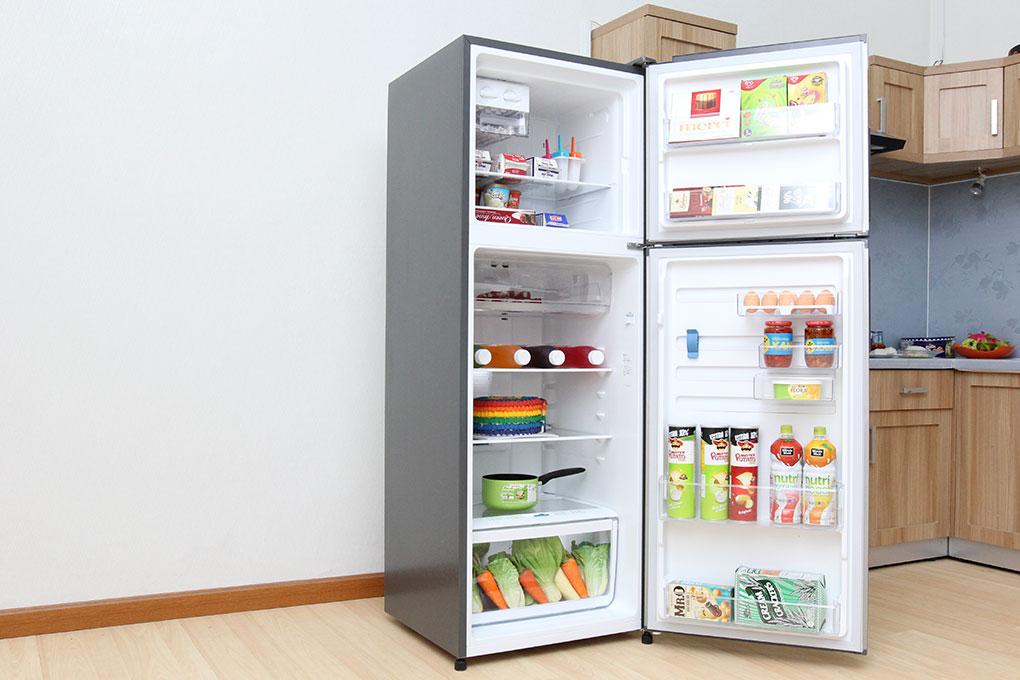 Có tổng dung tích là 321 lít, tủ lạnh Electrolux ETB3202MG sẽ lưu giữ được lượng thức ăn hoàn hảo cho những gia đình có từ 5 đến 7 thành viên