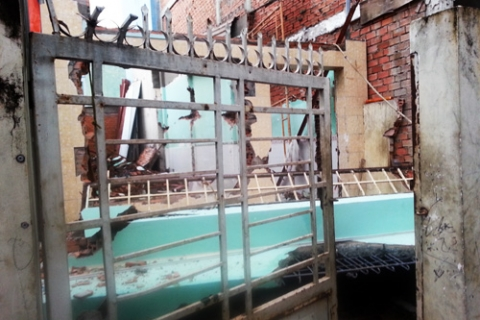 Mảng bê tông căn nhà cũ đã đè chết nam công nhân